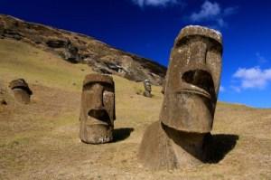 Moai_at_Rano_Raraku_-_Easter_Island_5956405378-e1447374867392