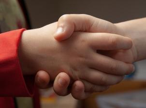 handshake-1471563_640