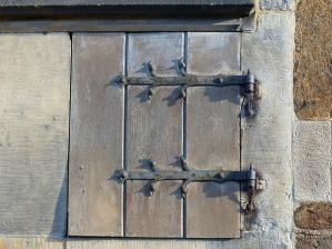 small-door-1130644_640